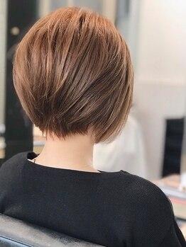 ディオ 麻布鳥居坂店(Dio)の写真/白髪ぼかしハイライトで+αを。スキャルプケアから始めるカラー施術で、根元から艶やかな仕上がりに。