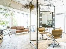 パークサロン(PARK salon)の雰囲気(開放感のある店内、大きな窓からのGREENも気持ちがいいです。)
