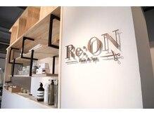 レオン(Re:ON)の雰囲気(店内にはラボがありカフェのような空間)