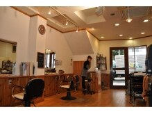 ヘアー バンブー(HAIR bamboo)の雰囲気(こじんまりした落ち着いた店内です。)