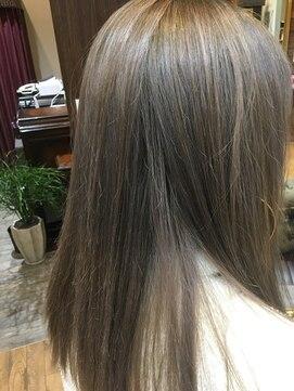 クオン テラッセ納屋橋店(kuon)透け感抜群のハイトーンアッシュ系カラー