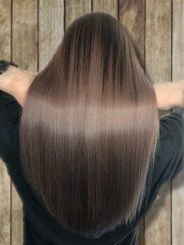 グリッツ (GLITZ)の写真/話題の「N.ケラリファインTR」で毛先まで潤うヘアに!ブリーチで傷んだ髪もダメージレスな質感が叶う☆
