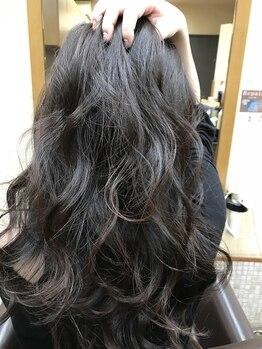 ヘアクリニック レイズ(HAIR CLINIC RAISE)の写真/【理想の艶髪に♪】季節に合わせた透明感カラーもお任せを◎光を含んだようなウルツヤ美髪が叶えられる。