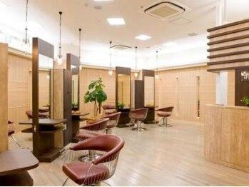 ヘアメイクアンドスパサロン サラリ イーアスつくば店(sarari)の写真/木のぬくもりに溢れた、大人の落ち着いた空間。温かい接客と丁寧な施術で心地良い寛ぎの時間をお届け♪