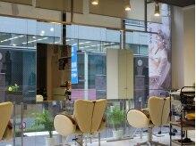ヘアースペース ティーテ(Hair Space T-te)の雰囲気(ガラス張りの開放感ある店内♪【三越前】【神田】【新日本橋】)