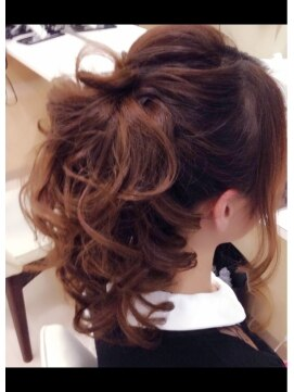 ポニーテール ヘアアレンジ 結婚式の髪型 ポニーテールアップ