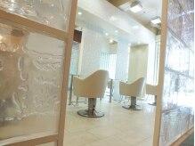 ラグジュアリーサロン グリッター(Luxury salon glitter)の雰囲気(白を基調とした清潔感のある店内。上質な時間が流れます♪)