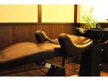ヘアルーム ラスク(hair room RUSK)の雰囲気(半個室で照明も落とし、ゆったり癒されるフルフラットシャンプー)