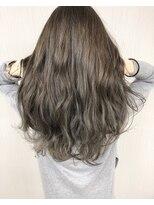 エッセンシャルヘアケア アンド ビューティー(Essential haircare & beauty)グレージュのハイライト