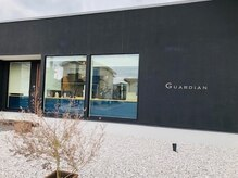 ガーディアン(GUARDIAN)の雰囲気(駐車スペースは6台分ございます。)