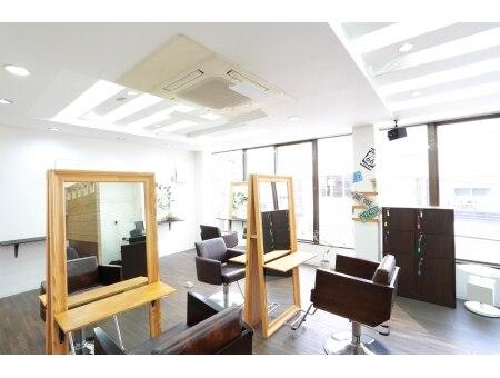 アルバ ヘア リゾート 東中野店(ALBA hair resort)の雰囲気(席の間隔をたっぷり空けてすごしやすい空間です♪【東中野】)