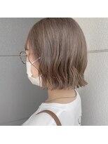 ヘアーアイストゥーレ(HAIR ICI TRE)ショートボブ グレージュカラー