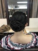 パリスラシック(PARIS LA CHIC)ドレスも似合うまとめ髪ヘアセット