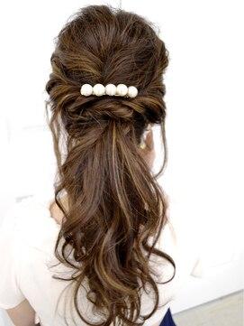 結婚式の髪型 ヘアアレンジ 大人なゆるポニーテール