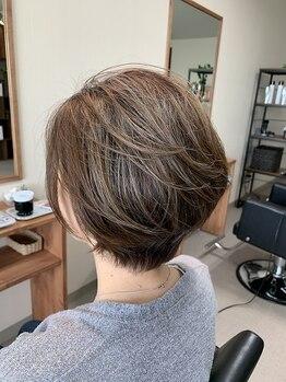 ヘアーバズール(hair Buzl)の写真/お洒落かつ生活に馴染む1人ひとりの魅力を引き出す似合わせデザインをご提供。毎日扱いやすいスタイルに。