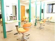 アート オブ ヘア ガラク(art of hair GARAKU)の雰囲気(広く空間を保ったカットスペース。)