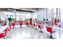 パズロード(Paz Rood)の雰囲気(店内は白と赤で統一された、きれいな空間です!)