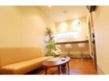サンバス 津幡店(Sunbath)の雰囲気(待合室は、ゆった~りくつろげる、カフェ気分♪)