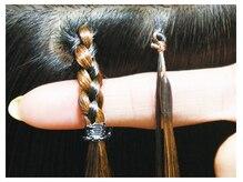 ララヘアー(LaLa hair)の雰囲気(右)接合部分わずか5mmのプルエクステ、左)従来の編み込み)