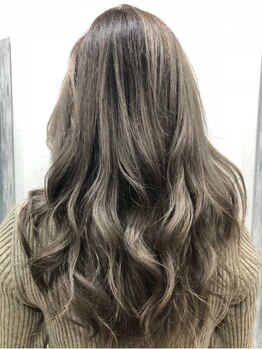 アンドレア ヘアー(ANDREA hair)の写真/ハイトーンなどのブリーチカラーならお任せ★リーズナブルに美しくカラーリングができる♪