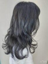 ウィット アンド ラファム Wit &La Fammeブルーアッシュカラーを巻き髪で。