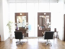 エスアンドエフ美容室 松富店(S&F)の雰囲気(気を基調とした店内は、リラックスして過ごせます)