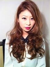 アナログヘアー(analog hair)ツヤツヤ質感の巻き髪スタイル