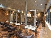 オーブ ヘアー アイラ 難波店(AUBE HAIR aila)の雰囲気(開放感のある明るい店内で、くつろぎの時間をお過ごしください。)