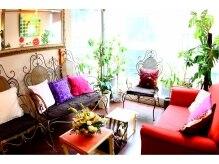 マルカ(marca)の雰囲気(アンティークの家具や手作りの小物などでいっぱいのサロンです♪)
