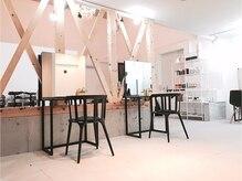 シンプルカラーショップアンドグッズ 岡田店(sinple color shop & goods)の雰囲気(シンプルでクリーンな店内は居心地抜群♪)