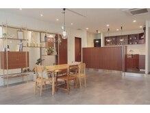 マウカ(mauca)の雰囲気(開放的な造り 席間も贅沢にスペース取りしてます【谷町9丁目】)