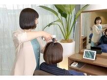 美髪サロン ハグズの雰囲気(毛髪診断で髪と頭皮の状態をチェックしてから行う美髪ヘッドスパ)