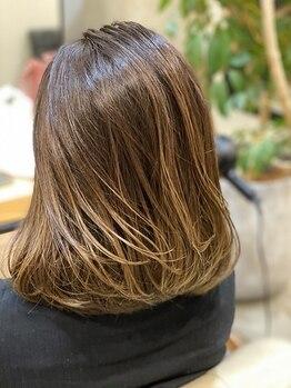 ウォーカーズ(WALKERS)の写真/新提案【白髪ぼかしハイライト】で白髪を染め切らずにナチュラルにぼかします☆お洒落なデザインに心躍る♪