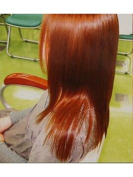 縮毛矯正専門店 ヘアーデザインリンク 八王子(Hair Design Link)センターパートでも自然な縮毛矯正。簡単スタイリングが楽。