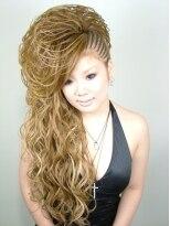 盛り髪(盛りヘア)のスジ盛りマ-メード☆画像