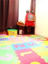 ママも安心!! DVD付キッズスペース完備&専用駐車場、駐輪場完備☆ !