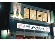 ニジチャウ(Nijichaw)の雰囲気(【新福島2番出口スグ!】1Fの居酒屋べんてんさんが目印♪)