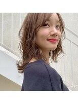レジーロ (Regilo)☆カジュアルレイヤーミディ×ミルクベージュ☆