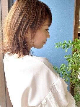 クブヘアー(kubu hair)《Kubu hair》外ハネくびれミディアム