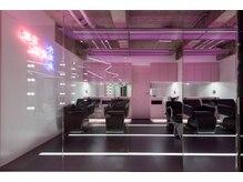 ホログラム ロッポンギ ヘアー(HOLOGRAM ROPPONGI HAIR)の雰囲気(モードで最新設備のリラックス空間♪シャンプーbooth♪♪♪)