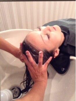 アールアドバンス(R advance)の写真/☆大人気☆【炭酸ヘッドスパ(15分)】炭酸で頭皮の汚れをしっかり洗い流しスッキリ♪健康的な地肌に◎