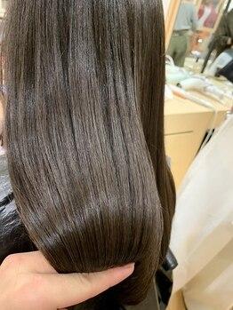 """アローズ ラソラ札幌(HELLO'S)の写真/""""ノンダメージ""""を追求した髪質改善サロン!一人ひとりに合わせた施術で自分史上最高のツヤ髪を♪"""