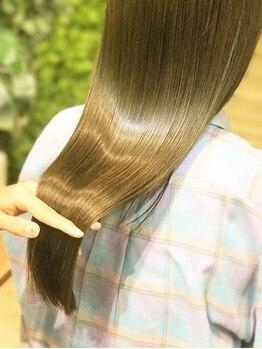 ロハス(LOHAS)の写真/13工程のトリートメント縮毛矯正で栄養をいれながらくせを伸ばし、体感したことのない艶髪に!【本川越】