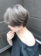 リバイブ ヘア アンド スパ(Revive HAIR&SPA)REVIVE 色っぽシルバー ハンサムショート
