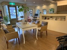 スタイリッシュ ホーム ミツコ STYLISH HOME MITSUKOの雰囲気(柔らかいブラウンを基調とした明るい店内です♪)