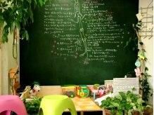 ココアミ(Cocoami)の雰囲気(おもちゃや絵本がたくさん!子どもたちが書いた絵も可愛い♪)