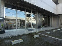 リヴレの雰囲気(お店の前に駐車場があります!)