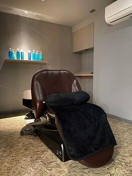 アスヘアー(As.hair)の写真/《資生堂認定スパニスト在籍》半個室のシャンプー台でリラックス♪髪質・頭皮環境に合わせて施術します☆