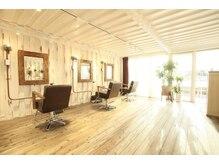 カリラ(CAOLILA)の雰囲気(太陽の光と海が目の前に広がる美容室。ずっと居たい空間です。)