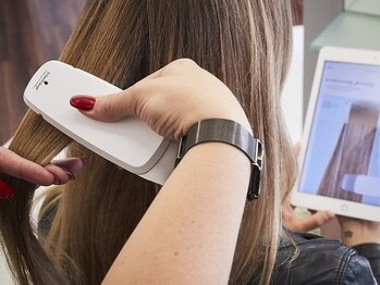 """ヘアー ガーデン ルノン(Hair Garden Lunon)の写真/""""FIBRE CLINIX""""導入!専用のデジタルツールで髪のダメージレベルを測定し、あなたに最適なヘアケアを実現。"""